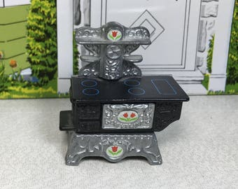 "MINIATURE METAL STOVE, ""The Littles"", Mattel, 1980,  Made in Hong Kong, Vintage Dollhouse Furniture"