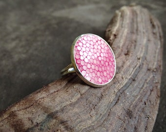 Pink stingray leather ring, Mother's Day gift, gift for mom, cocktail ring, statement ring, silver ring, minimalist design, pink ring