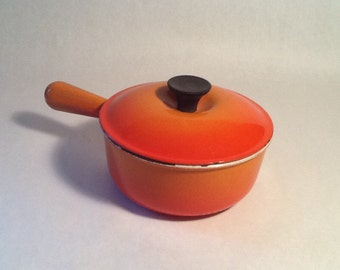 Le Creuset Pot #18 Made in France Pot and Lid Cast Iron Kobenstyle Hollow Handle Phenolic Knob Oven Proof Food Photo Prop