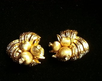 Stunning Vintage CORO Gold Tone Swirl/Cluster Clip On Earrings