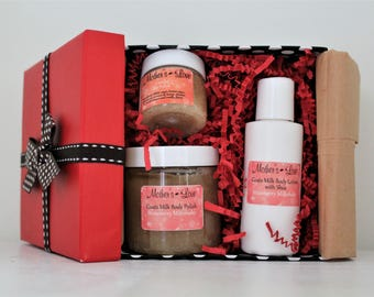 Strawberry Milkshake Goats Milk Body Products Small Gift Set / Bath Products Gift / Bridal Gift / Baby Shower Gift / Birthday Gift