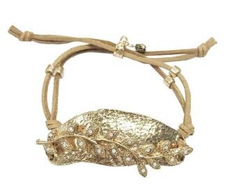 Oversize buckle, suede leather bracelet