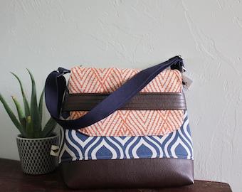Medium Messenger Bag/Blue and Orange/Adjustable Strap/Inside Pockets/Faux Leather Bottom