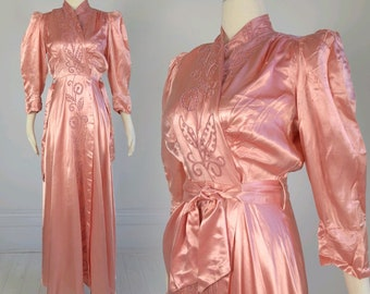 Vintage 1940s Pink DIANA DEAN ROBE long liquid satin dressing gown embroidery Old Hollywood Glamour 40s pin-up starlet glam xs s lingerie