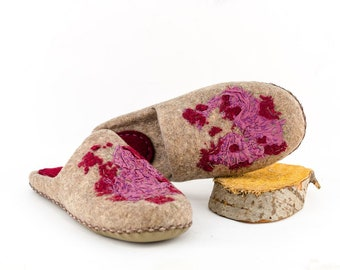 """Perfect Felt slippers house shoes    Womens moccasin """"Aquilegia"""""""