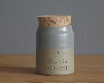custom urn with cork lid. urn for pet ashes or human ashes. custom color, name and date personalized urn. Sand, grey.