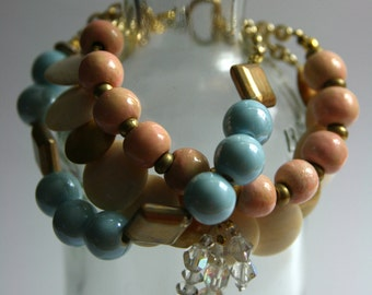 Bracelet, chain and beads, blue sky, powder, mother-of-Pearl and gold.