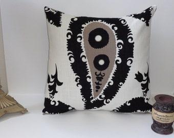 "Designer Pillow, 18"" x 18"", Envelope Back Enclosure, Bedding, Sofa Pillow, Couch,  Black Print, Matching Valance, Throw Pillow"