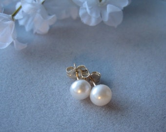 Small Pearl Stud Earrings, Freshwater Cultured Cream Pearl, 14K gold filled, Gift for Bridesmaids, Wedding jewelry