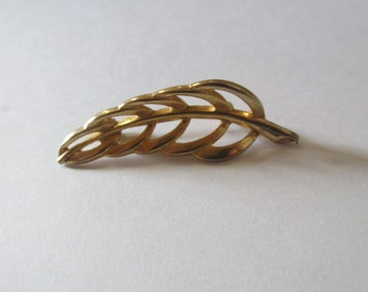 Vintage Gold Tone Leaf  Brooch Pin / Costume Jewelry / Estate Jewelry