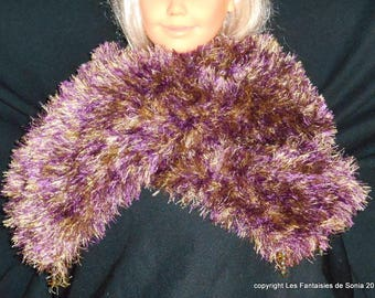 Elegant scarf knitted in wool purple/gold