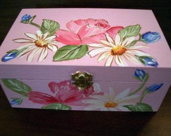 baby's memory box,personalizedgift,Hand painted,Roses,daisies,keepsake box,pink,girl's memory box, kids keepsake box, children's memory box