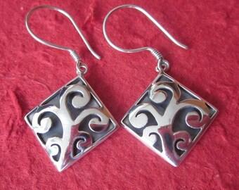 Balinese Sterling Silver dangle Earrings / 1.5 inch / silver 925 / Bali Handmade Earrings / Tree of life