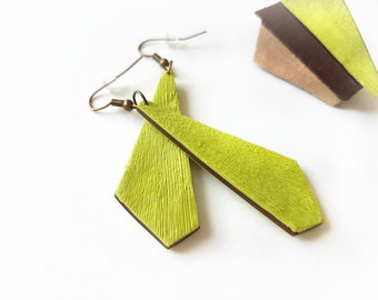 Green earrings trends, Everyday earrings green, Simple earrings dangly, Christmas gift for sister, Long earrings lightweight, Green jewelry