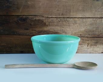 Vintage unmarked Jadeite Mixing Bowl / 7 inch beaded edge bowl