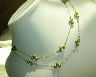 Vibrant Vines. Pearl Necklace