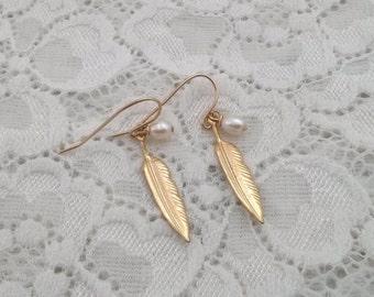 Gold Earrings, Gold leaf earrings,long  leaf earrings, , Delicate leaf earrings, Fashion jewelry, Simple gold earrings