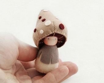 Tiny mushroom Felt Doll, Toadstool, Felt toy, Felt Animal, Imaginative play, Nature table, Handmade toy, Pocket doll  - Rinus
