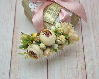 Beige flower comb. Rustic floral comb. Bridal comb. Rustic wedding. Bridesmaid comb. Flower girl. Hair flowers. Outdoors wedding. Boho comb