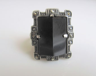 Sterling Silver Art Deco Marcasite Ring with Wedge-Shaped Onyx Black Stone Size 7.75