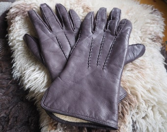 Beautiful pair of vintage brown leather hand stitched & lined ladies gloves size S to M