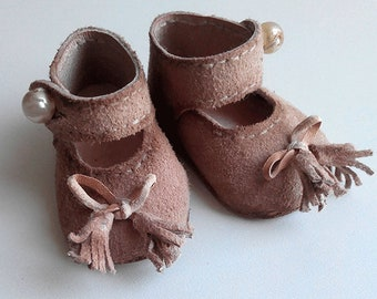 Shoes for a doll or a bear. Natural suede. Leather outsole. A fastener is an antique glass bead.  length 4 cm, width 2 cm.  handmade.