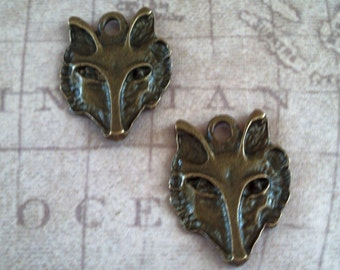 2 Gold tone Wolf Charms / Wildlife / Jewelry Supplies / Werewolf Pendant / craft supplies / mixed media / halloween / altered art / wolves