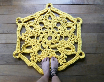 doily bath rug yellow