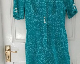 1980's Vintage green polka-dot dress. Size 8.