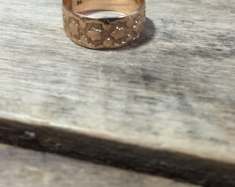 Antique 14K yellow gold band star pattern