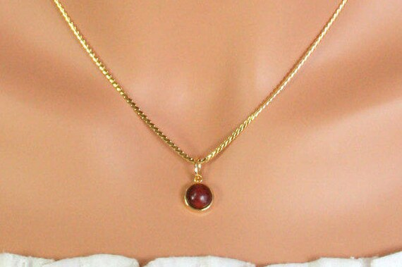 Simple gold necklace with red wood Gold round pendant