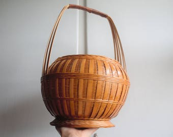 Vintage woven basket // Belly basket // Rattan basket // Wicker planter // Basket with handle