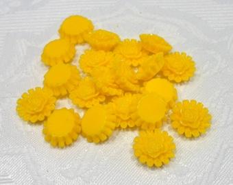 197-8 Cabochons en résine, fleur, 13,5 mm de diamètre, épaisseur 5mm  20 pièces