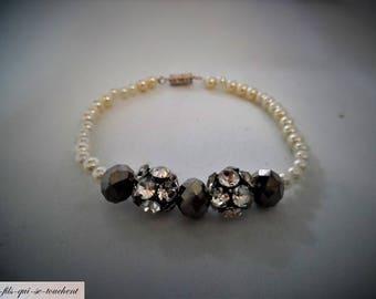Bracelet pearls and rhinestones