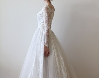 Vintage 1950s Long Sleeved Tulle and Lace Wedding Dress