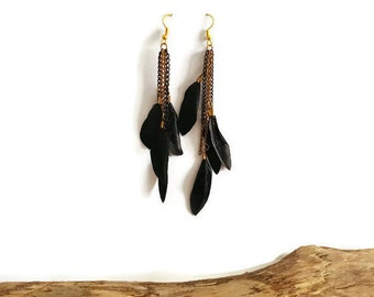 Black feathers and golden chains earrings