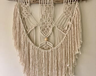 Boho Macrame Wall Hanging//Handmade//Home Decor//Tapestry//Wall Art//Driftwood//Fringe//Bohemian Style//Gypsy