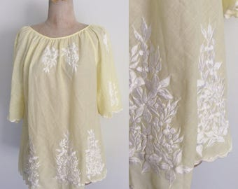 1970's Pale Yellow Embroidered Top w/ Flutter Sleeves Bell Sleeves Size Medium Large by Maeberry Vintage