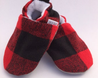 Buffalo Plaid Handmade Baby Shoes, Baby Booties, Soft Sole Baby Shoes, Baby Moccasins, Baby Boy, Crib Shoes, Slippers, Moccs, Gender Neutral