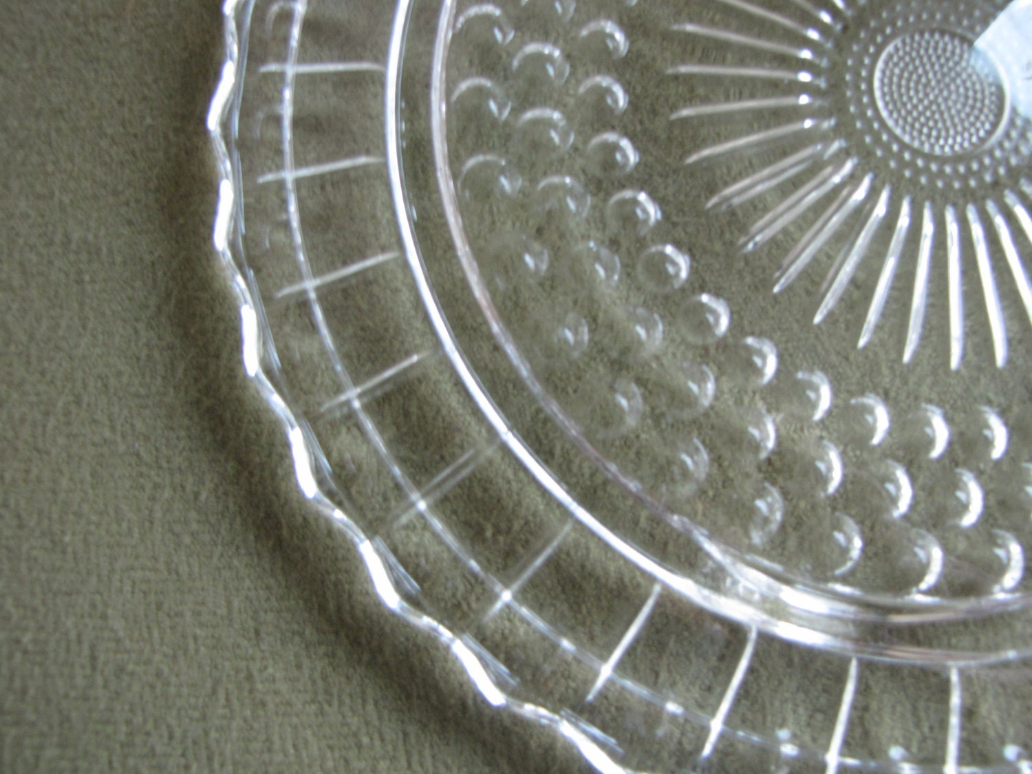 & Vintage Daisy and Bubbles Cake Plate Anchor Hocking Footed Sandwich Tray