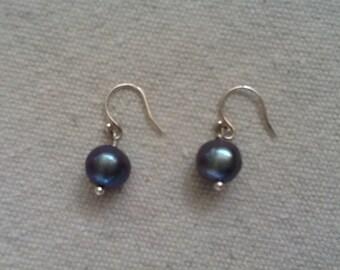 Gray freshwater pearl earrings