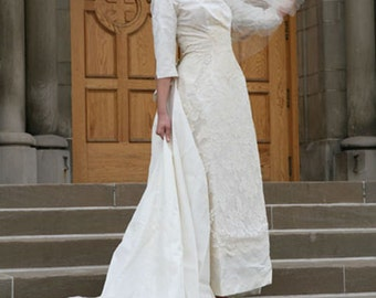 Vintage 1960s Wedding Dress // Lace Wedding Gown  / / xs-s with Detachable Train