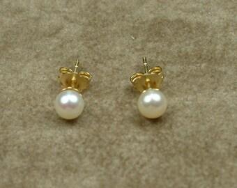White Akoya Pearl Stud Earrings 4.5 - 5 mm (Σκουλαρίκια με Λευκά Μαργαριτάρια Akoya 4.5 - 5 mm)