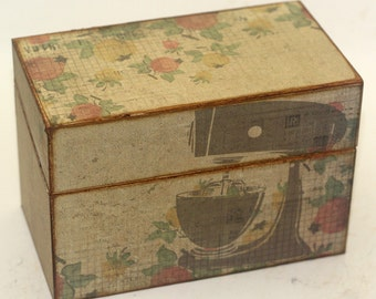 Wood Recipe Box Retro Stand Mixer and Flowers Fits 4x6 Cards