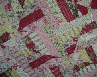 Pom Pom de Paris Lap Quilt Comforter