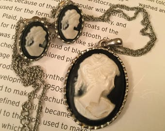 SALE! Beautiful, classic vintage black and white cameo necklace and earrings (A264)