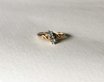 Aquamarine and seed pearl 14k yellow gold antique ring
