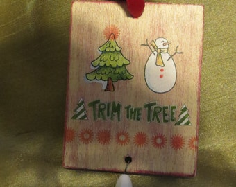 Trim the Tree gift tag ornament with bead