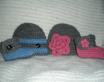 Twin baby gift, boy girl twin hats, hat and bootie set, pink blue gray, twin photo prop, newborn 0-3 month baby gift, twin baby shoes
