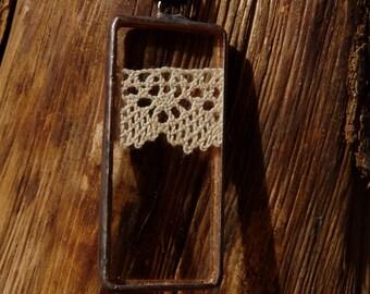Pendentif rectangle -4- dentelle ancienne et verre